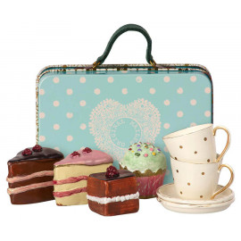 BLUE SUITCASE WITH CAKES AND TABLEWARE FOR TWO MAILEG